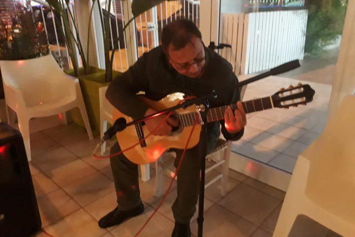 Il mio amico Carlos Alberto Barbato dall'Argentina ha allietato con il suo tango il Mar de Plata a Casalabate